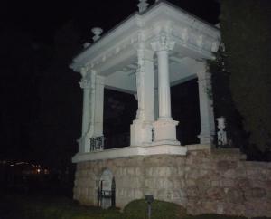 Старинная арка. Ночной вид.