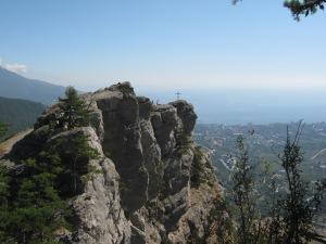 Крест на вершине горы