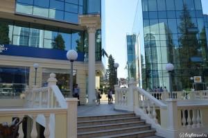 Двор рядом с БКС примьер город Сочи