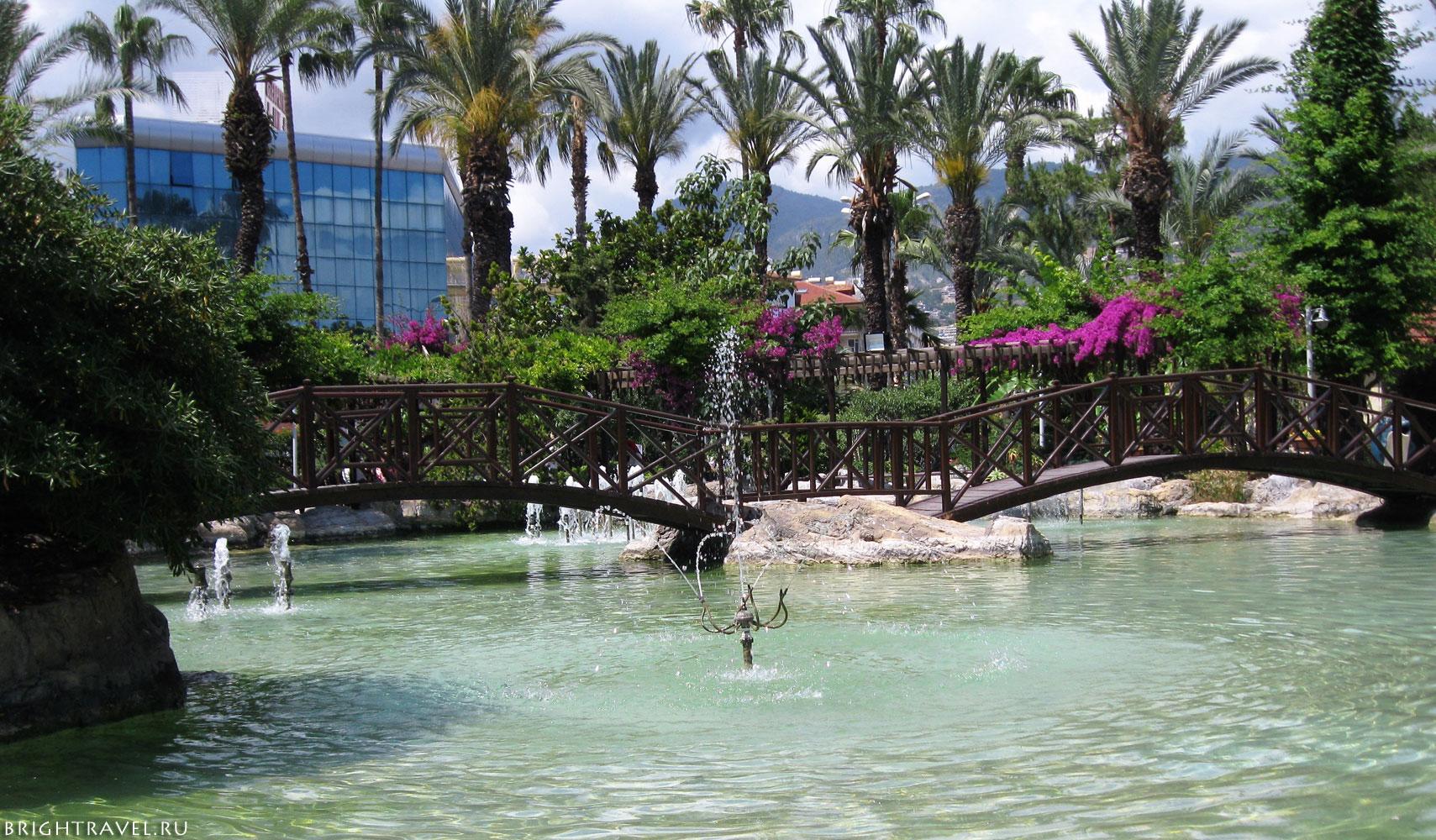 Парковая зона пруд с фонтанами