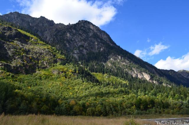 Красивые оттенки. Горы вблизи поселка Домбай.
