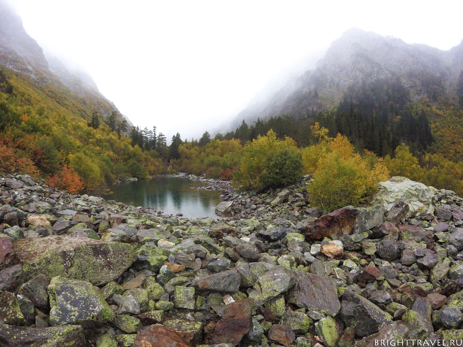 Первое бадукское озеро осенью