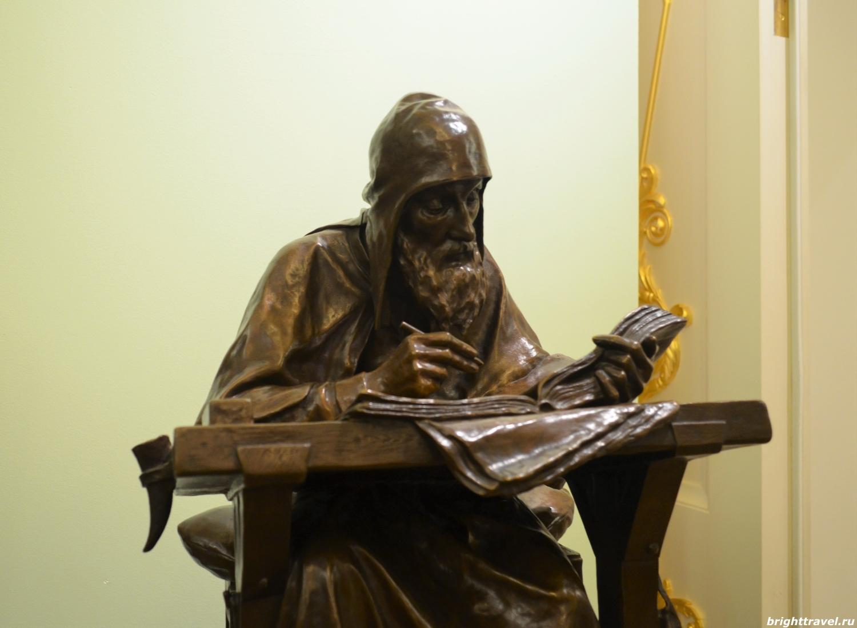 Фото скульптуры Нестора-летописца, конец XIX в. в Императорском дворце Твери