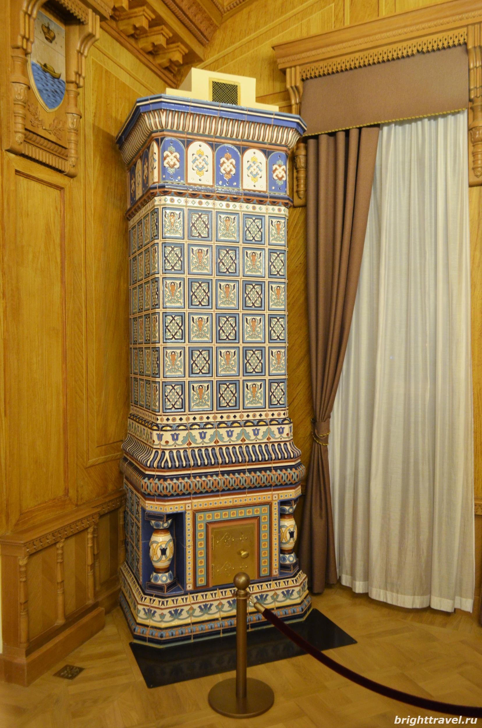Фото камина в Гербовом зале Императорского дворца Твери