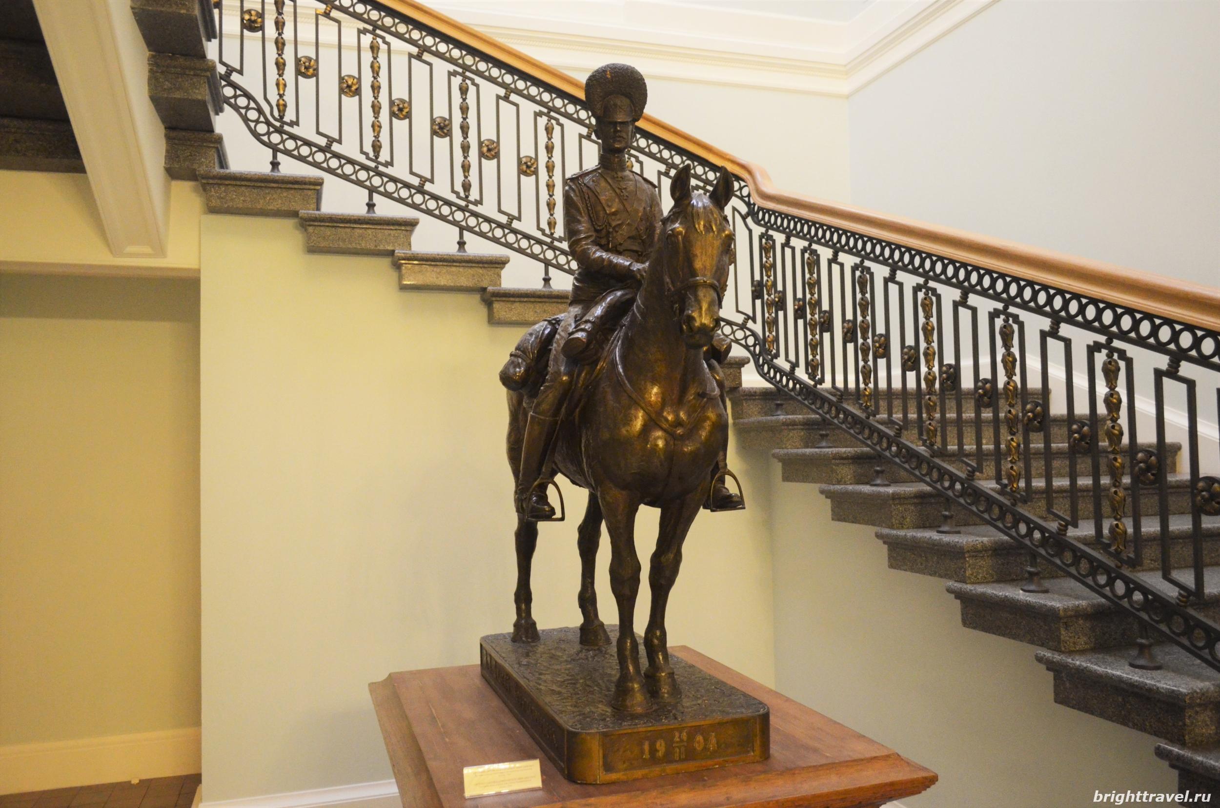 Фото парадной лестницы Императорского дворца Твери