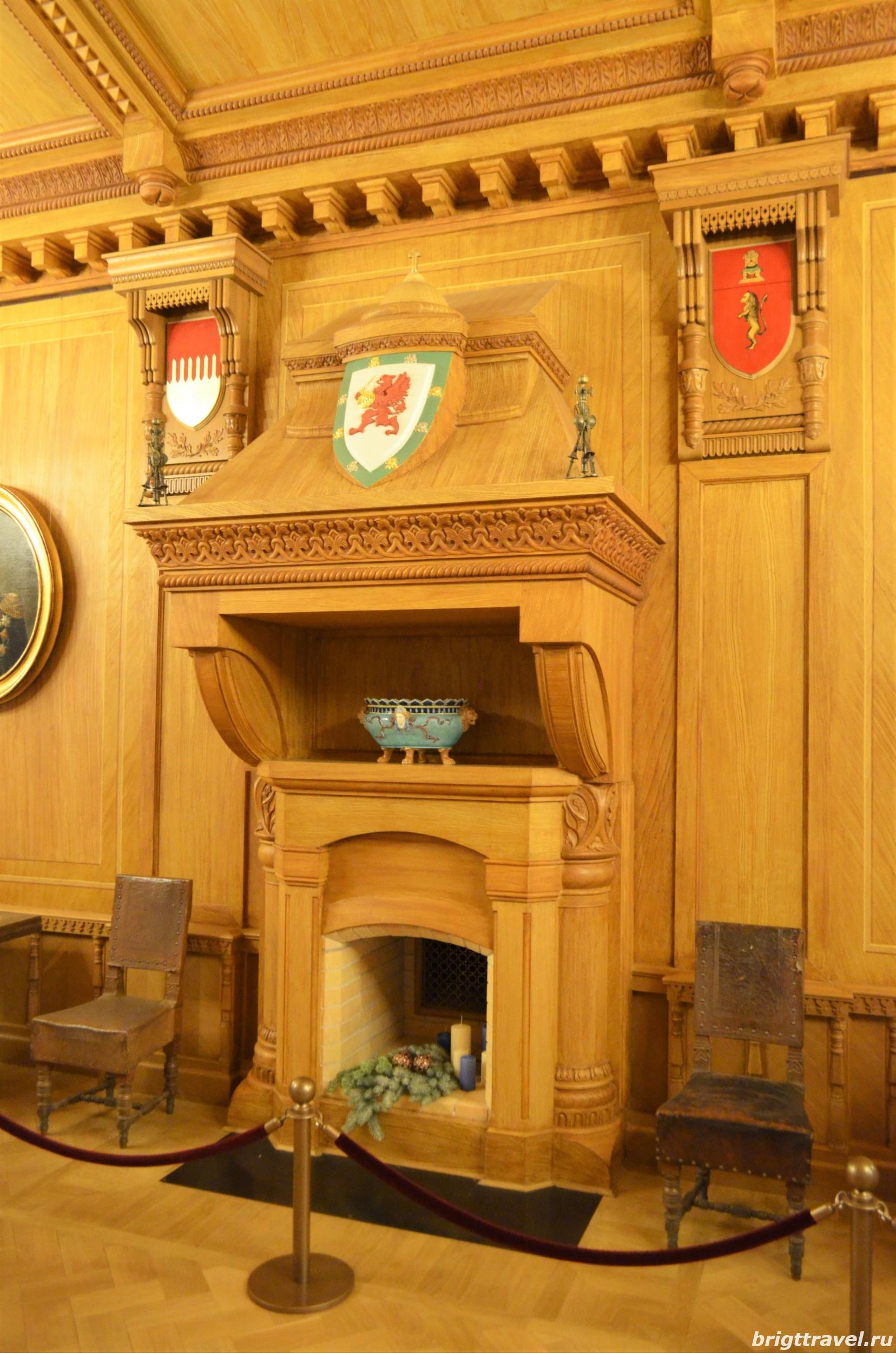 Фото центрального камина Гербового зала Императорского дворца
