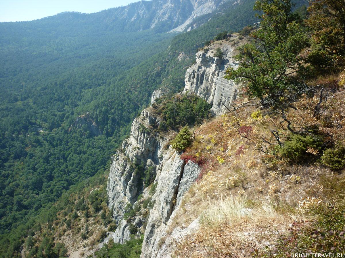 Вид с горной тропы Ай-Петри