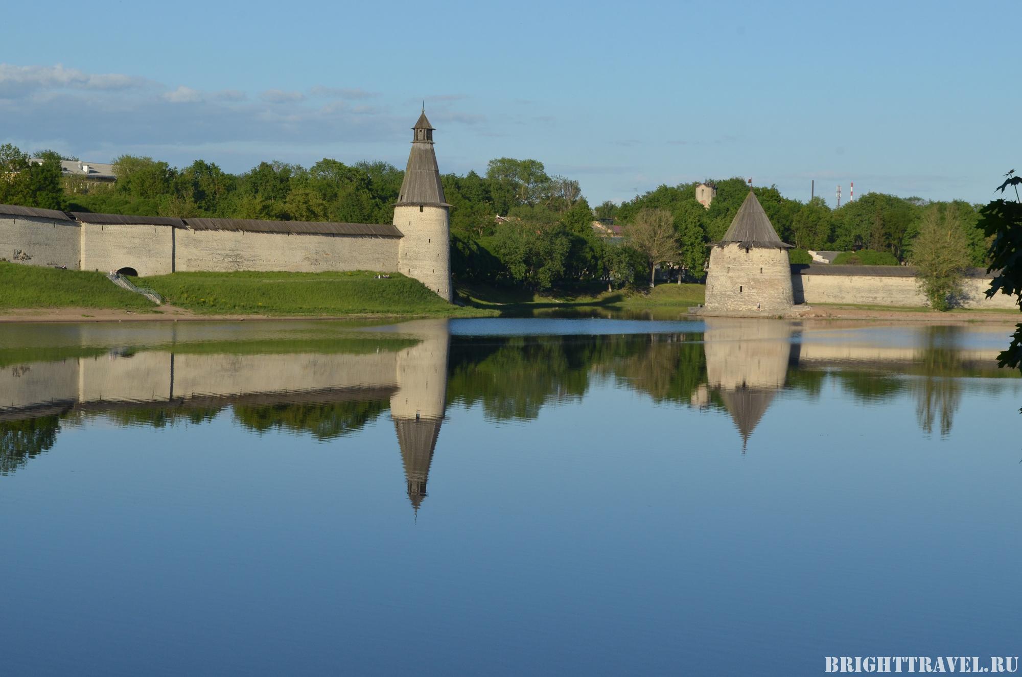 Плоская и Высокая башни у Нижних решеток - крупный план